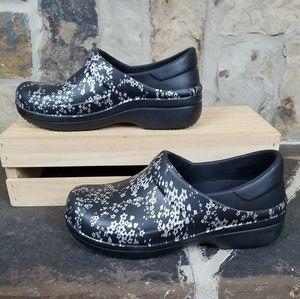 Crocs 8 Neria Pro II Graphic Clogs Shoes